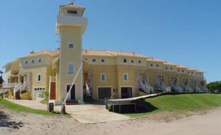 Carilo Bahía Portal - Cabanas / Carilo