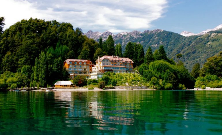 Hotel Correntoso Lake and River