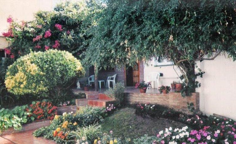 Villa Gesell - Hospedajes / Villa gesell
