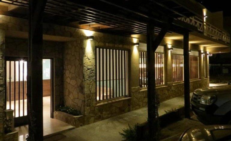 Hoteles 2 estrellas en pinamar hoteles argentina for Centro comercial la puerta del sol